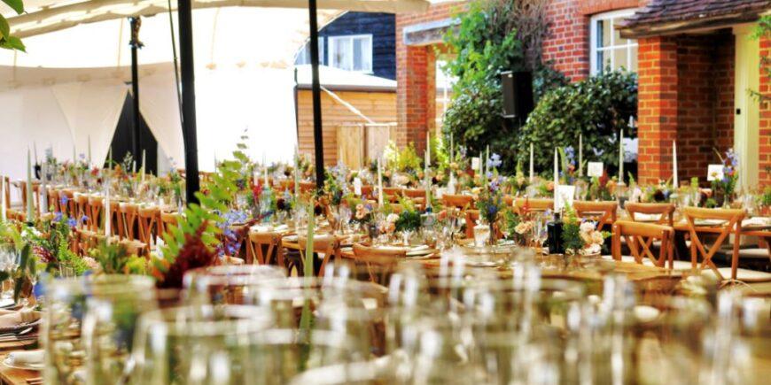 Sitzmöglichkeiten an der frischen Luft werten Ihr Restaurant auf